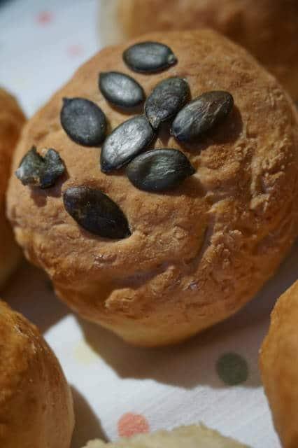 Quarkbrötchen mit Kürbiskernen von breifreibaby