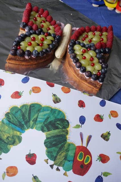 Deko Baby Geburtstagsparty mit tollem zuckerfreien Schmetterlingskuchen von breifreibaby