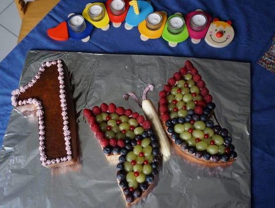Deko Baby Geburtstagsparty mit zuckerfreiem Rührkuchen von breifreibaby