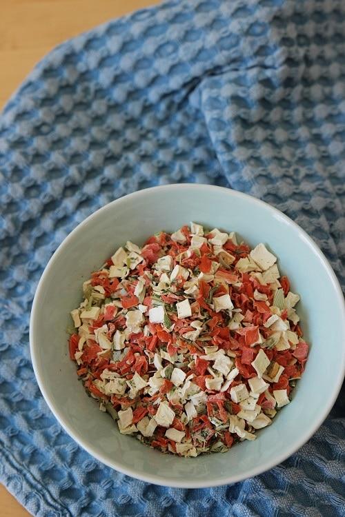 Gemüsebrühe ohne Salz aus gefriergetrocknetem Gemüse