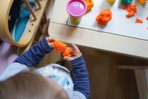 Kneten als Beschäftigung für Kinder