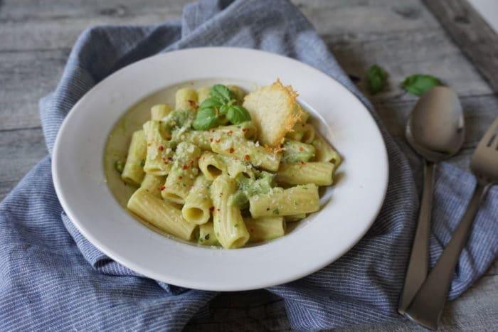 Familiengericht - Pasta für Babys und Kleinkinder mit Avocado