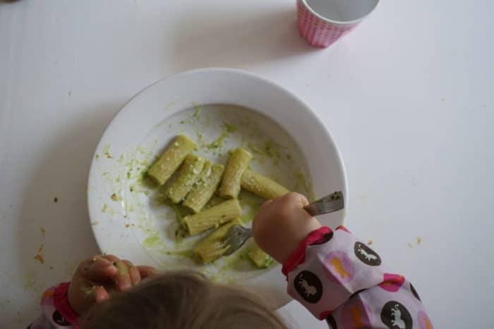 Pasta mit Avocado und Zitrone für BLW und breifrei