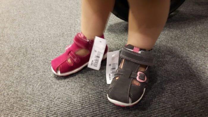 Sandalen für Kleinkind in pink und grau