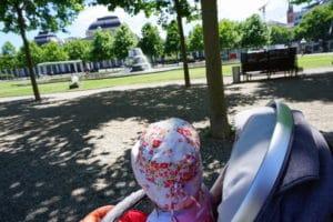 vor dem Babykonzert Wiesbanden: Sonnenschein im Park
