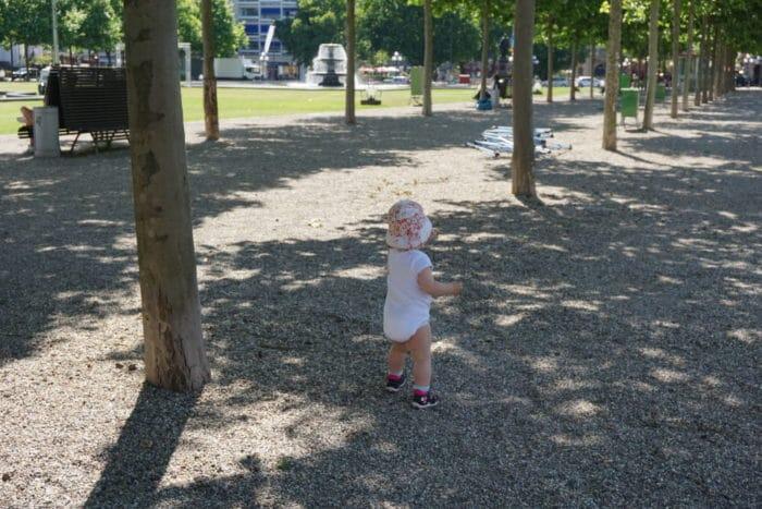 Wiesbaden - Park vor dem Theater nach dem Babykonzert Wiesbaden