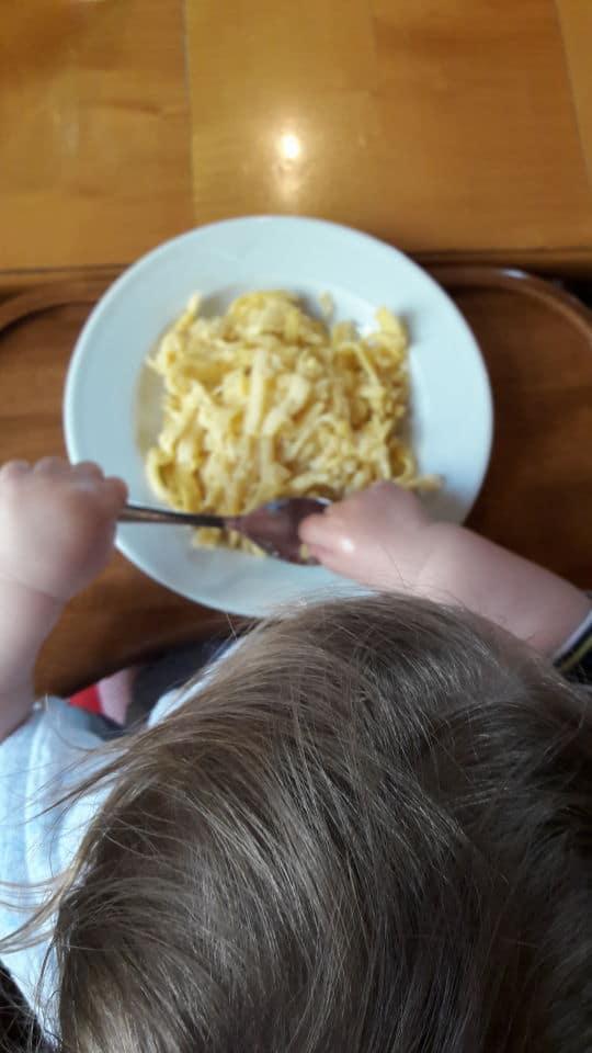 Spätzle, schwäbisches Essen und Pause von der Wanderung mit Kindern im Schwarzwald