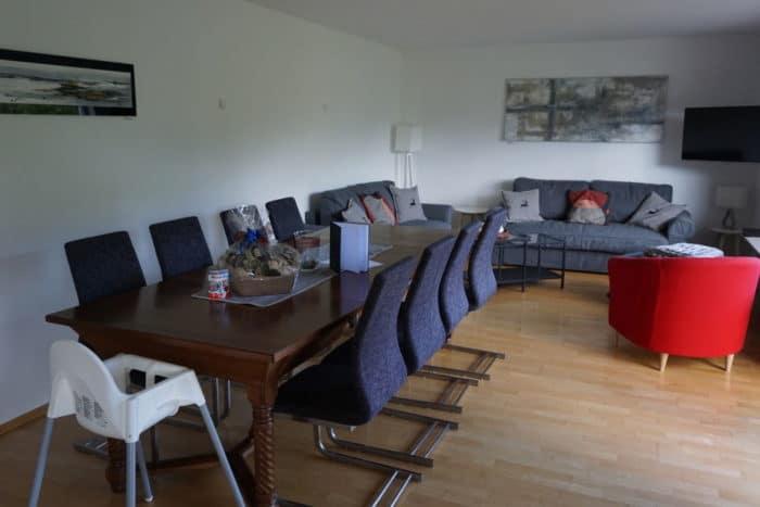 Wohnzimmer und Esszimmer in einem - unser Traum Ferienhaus im Schwatzwald