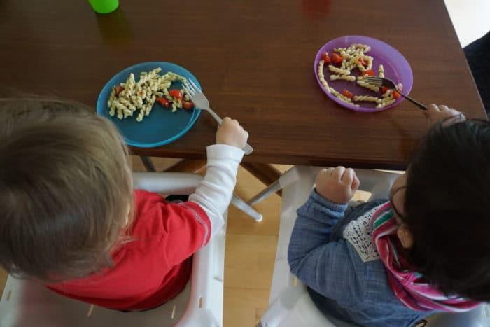 BLW und breifrei Essen am erten Urlaubstag - Nudelsalat und Grillen
