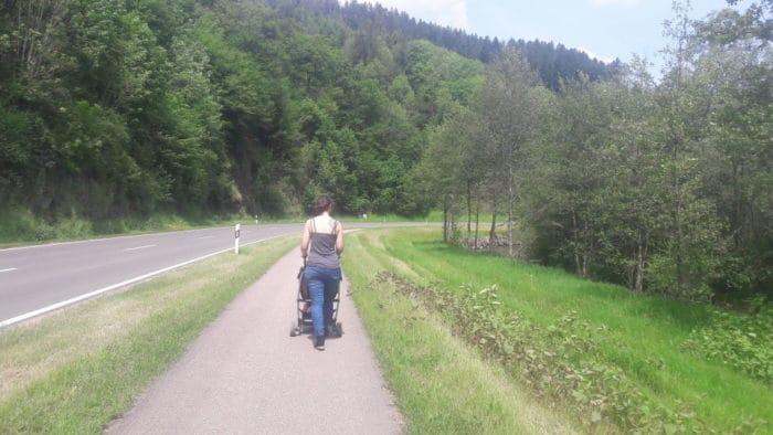 Wandern auf dem Flösserpfad mit Kindern und Kinderwagen