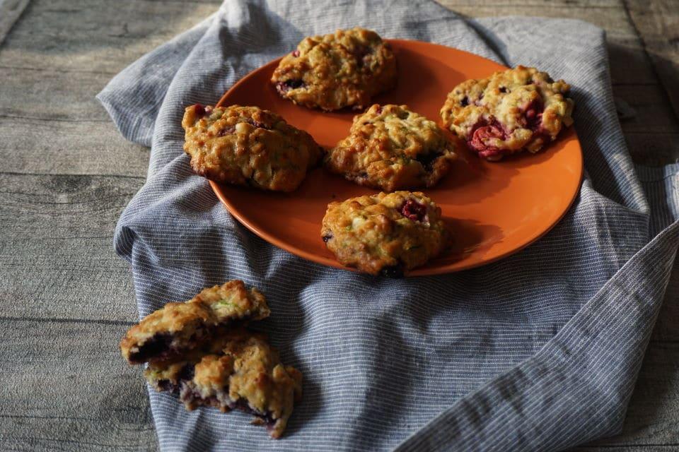 BLW Frühstücksideen - Zucchinikekse mit Beeren
