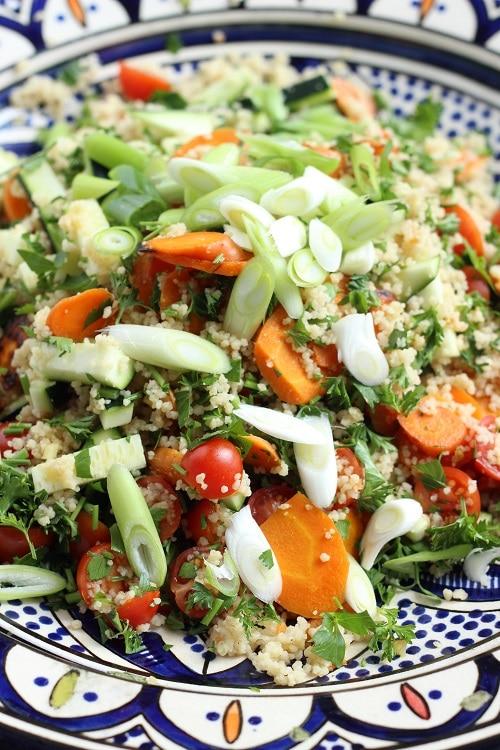 Couscoussalat mit Tomaten und Zucchini - perfekt zum Grillen und er schmeckt Groß und Klein (super baby-led weaning tauglich)