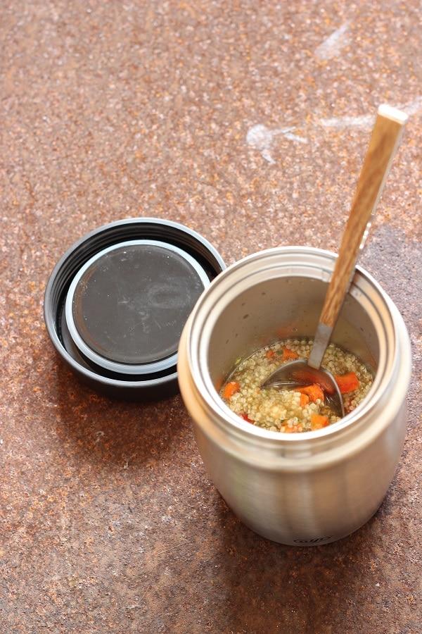 Wir stellen euch die Foodmug von Alfi vor - der Thermosbecher im Text mit Couscoussalat