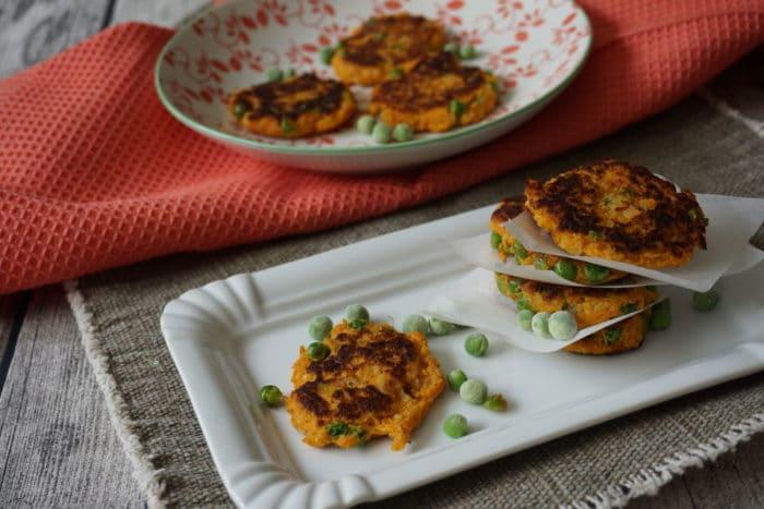 Gemüsepuffer: Süßkartoffelbratlinge mit Erbsen