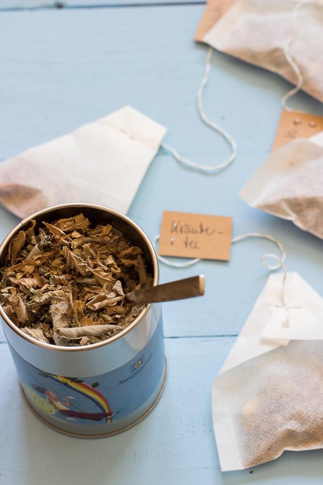 Kräutertee selbst machen - Kräuter trocknen aus dem Buch Schönes aus dem Garten mit Liebe verschenken
