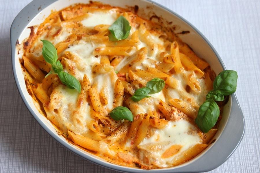 Nudelauflauf mit Tomatensoße und Basilikum - baby-led weaning Pasta