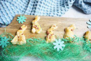 Hasen aus Blätterteig für das Osterbuffet - BLW Rezepte für Kinder und Familien