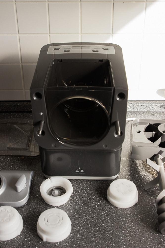 Vollautomatische Nudelmaschine in grau und weiß - der Philips Pastamaker macht leckere Nudeln in wenigen Minuten - leckere BLW Rezepte für die ganze Familie