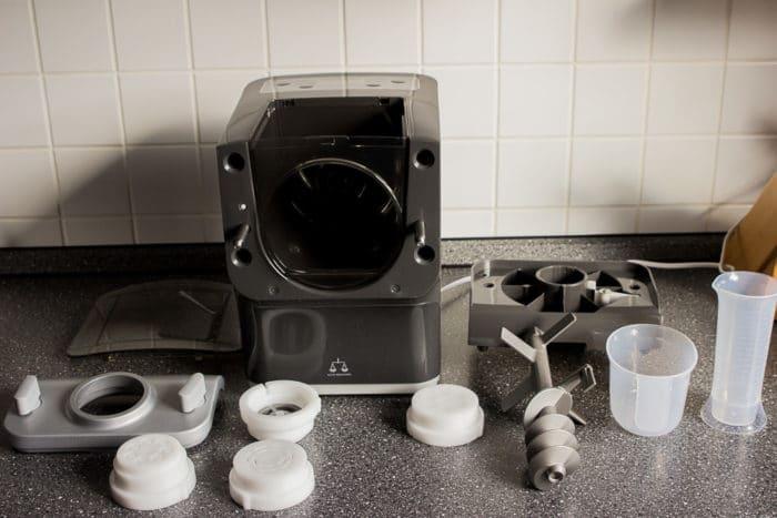 Der Philipspastamaker - eine Nudelmaschine mit 8 verschiedenen Aufsätzen zum Nudeln selber machen in grau - mit vielen für die Spülmaschine geeigneten Einzelteilen