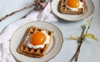Rezept Waffeln Ostern – Spiegeleiwaffeln mit Sahne und Aprikose