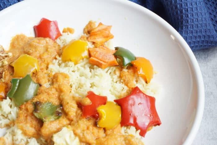 vegane und vegetarische Rezepte für Babys und Kinder - Paprikasoße zu Reis mit bunten Gemüsesternen