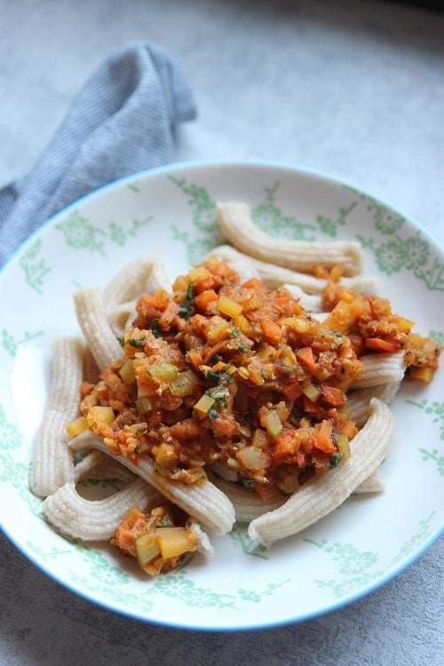 Vegetarische Bolognese mit Linsen und selbstgemachten Nudeln