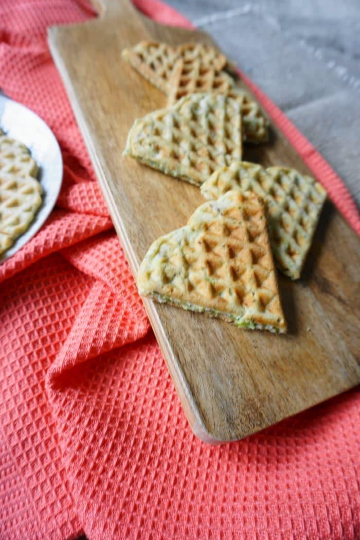 Gemüsewaffeln in Herzform - Waffeln mit Brokkoli für Babys und Kleinkinder - ein leckeres BLW Rezept