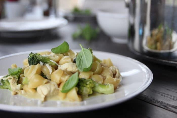 One Pot Pasta mit Brokkoli und Hühnchen