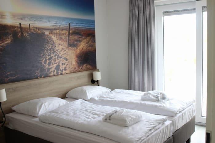 Unser Familienbett im Holland Ferienhaus . hell und schön eingerichtete Zimmer in einem Holland Ferienhaus für 6 Personen - ein entspannter Familienurlaub in Südholland direkt am Meer