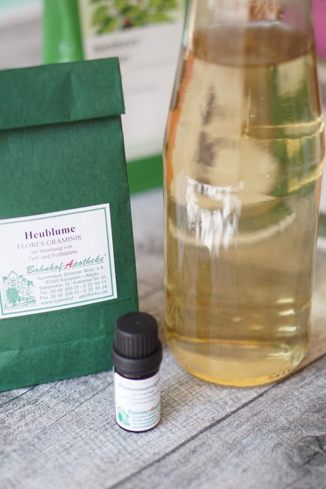 Heumblumen für ein Heublumensitzbad oder Dampfbad zur Geburtsvorbereitung und Dammmassageöl