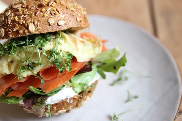 Leckere Lachs Rezepte: Sandwich mit Lachs und Meerrettich