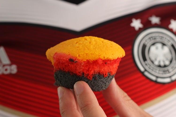 WM-Rezept in schwarz rot gold - Muffins in Deutschlandfarben