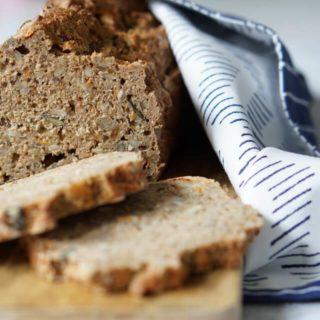 Vollkornbrot schnell und gesund selber backen - vollwertiges Brot mit Sonnenblumenkernen, Kürbiskernen und Möhre