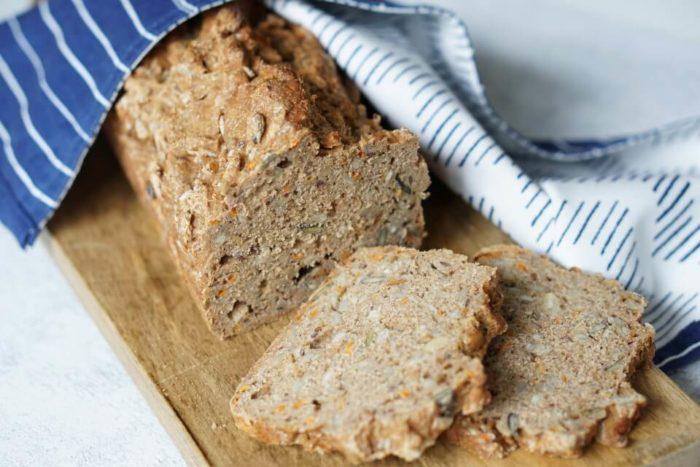 vollwertiges Frühstück und tolle BLW Rezepte: unser Karottenbrot das schnell und lecker ist. Ohne Gehzeit und in 10 Minuten zusammengerührt