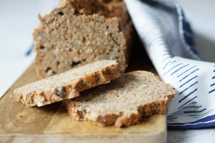 Backen mit Kindern: ein einfaches und schnelles Brot aus Vollkornmehl selber backen