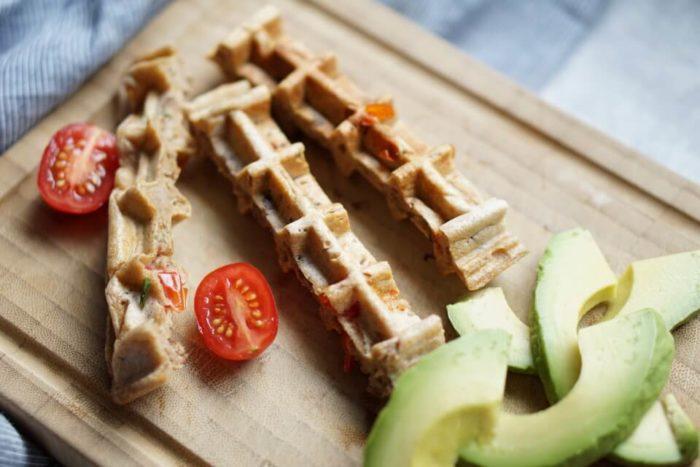 Waffel in Sticks geschnitten für BLW und breifrei - tolle BLW Rezepte und herzhafte Waffeln mit Hackfleisch