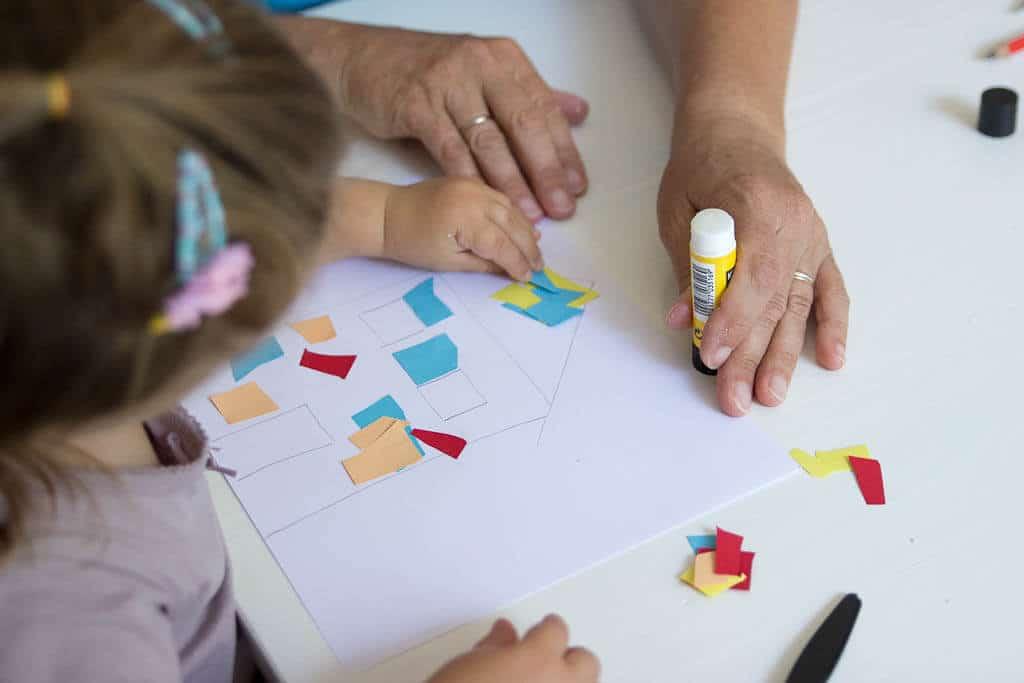 Basteln Mit Kleinkindern 2 Konkrete Ideen Fur Ganz Leichte Diy