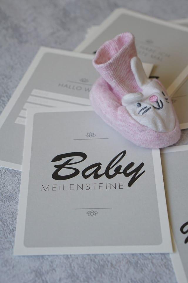 Baby Milestonecards von Typoteria für die wichtigsten Baby und Kleinkind Meilensteine für Mama und Papa zur Erinnerung