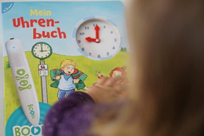 Für Kindergartenkinder: Das BOOKii Uhrenbuch mit dem digitalen Hörstift zum Lernen der Uhr