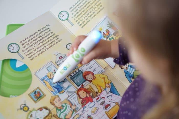 BOOKii der digitale Hörstift für Kinder. Vorlesen, selber lesen und Rätsel lösen schon für Kleinkinder. Das Uhrenbuch vom TESSLOFF Verlag