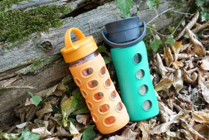 Zero Waste und Nachhaltigkeit mit einer Trinkflasche aus Glas mit Silikon Hülle. Unterschiedliche Modelle für Kalte und heiße Getränke.