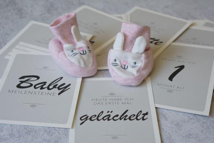 Milestonecards für die wichtigsten Meilensteine von Baby und Kleinkind. EIn tolles Geschenk zur Geburt von Typoteria