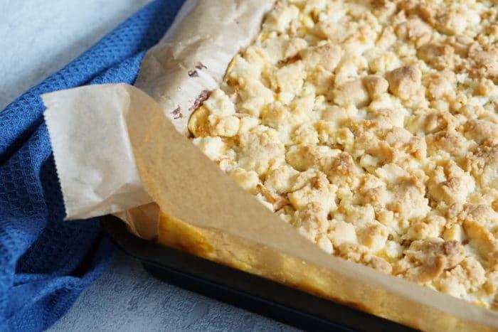 Kuchen Rezept für die ganze Familie mit Apfel, Streusel und Pudding