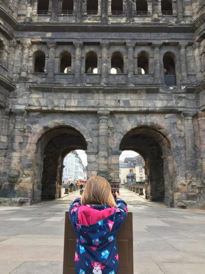 Die Porta Nigra in Trier ist einen Besuch wert - Tolle Ausfligsiele für die ganze Familie an der Mosel