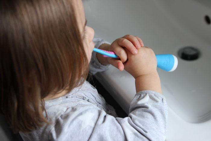 Per Blutoothnist die Zahnbürste mit der App verbunden und es können 12 verschiedene Spiele ausgewählt werden. Die Playbrush hat uns überzeugt.