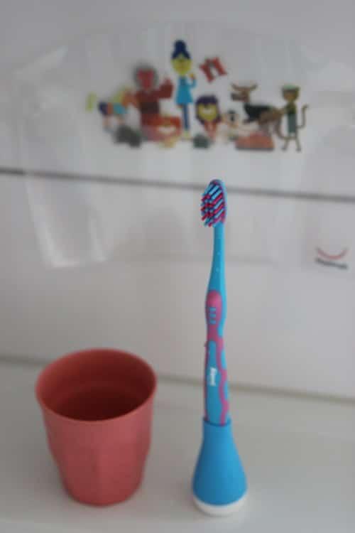 Zähne putzen Kleindkind und Baby - wir haben die Playbrush kennengelernt und sind begeistert vom spielerischen Zähne putzen.