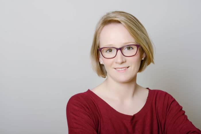 Juliane Kux gibt in Hamburg Erste Hilfe Kurse für Babys , Kleinkinder und auch für größere Kinder. Sie erklärt, welche Notfälle - wie das Verschlucken - im Alltag auftreten können