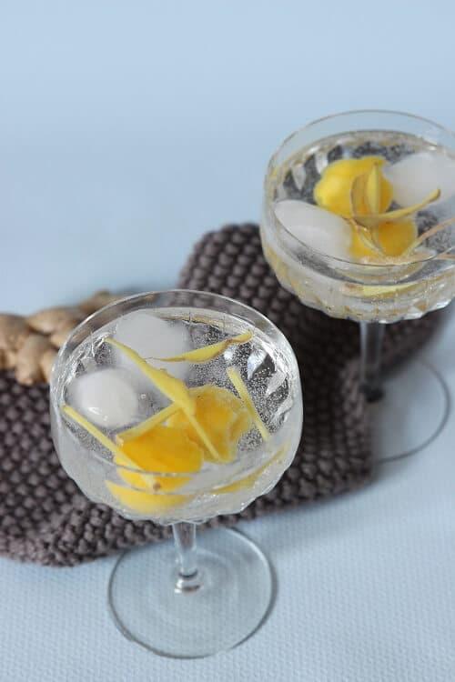 Leckerer alkoholfreier Cocktail mit Mango und Ingwer