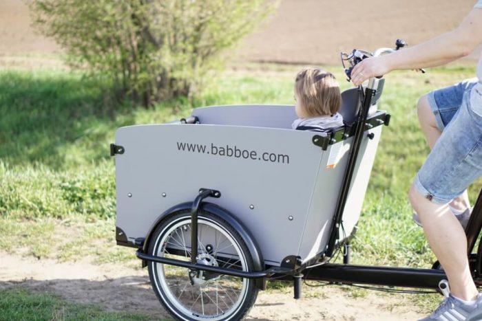 Das Babboe Hollandrad mit Transportkiste und viel Platz einen Ausflug zum Picknick ins Grüne