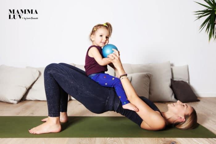 Yoga mit Kind nach der SChwangerschaft - mit dem CORE Mamma Programm von mammaLuv kann die Rückbildung einfach von zuhause aus passieren